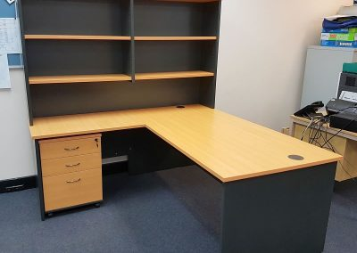 Office desk with return and hutch