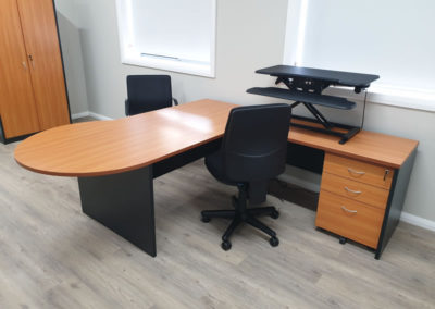 P End desk with Vertilift Pro Electric Desk Top Riser and Buro Roma office chairs