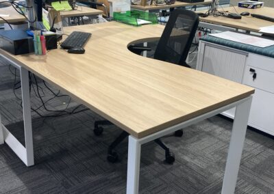Rapid Infinity Deluxe 1 Person loop leg single sided corner workstation 1800 x 1500MM Natural Oak Top / White Frame